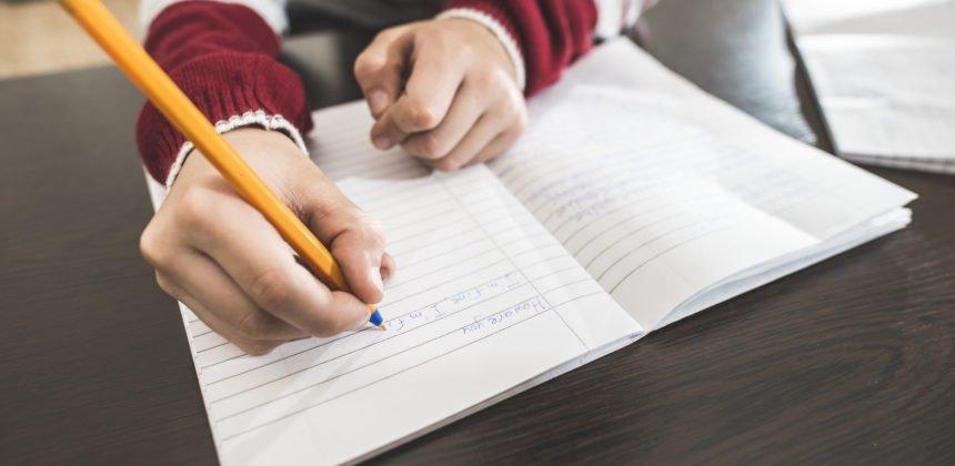تنمية مهارات الاطفال في الكتابة والتعبير